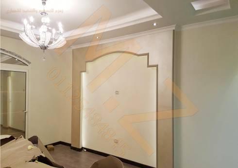 صاله علوية :  غرفة المعيشة تنفيذ شركة زمزم للتصميم و التفيذ المعماري