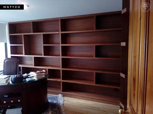 Librero contemporaneo: Edificios de Oficinas de estilo  por MSTYZO Diseño y fabricación de mobiliario