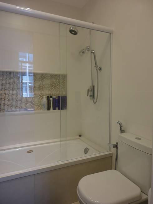 Banheiro do casal - Suite: Banheiros modernos por Maria Helena Torres Arquitetura e Design