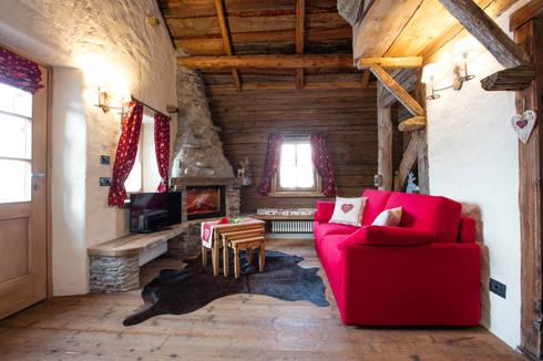 Realizzazione su misura divani per case di montagna di for Casa in stile baita