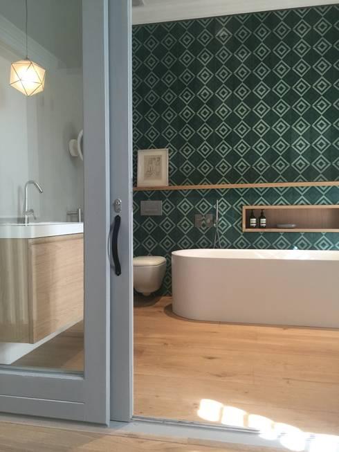 The White House: modern Bathroom by Etienne Hanekom Interiors