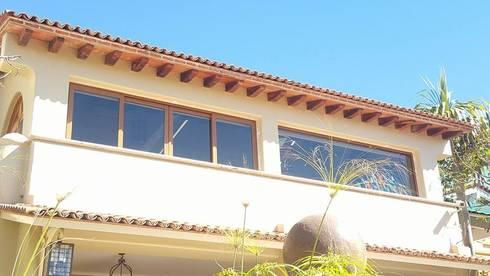 Raquet Club, San Juan Cosala, Guadalajara Jalisco: Casas de estilo moderno por amieva cristalum