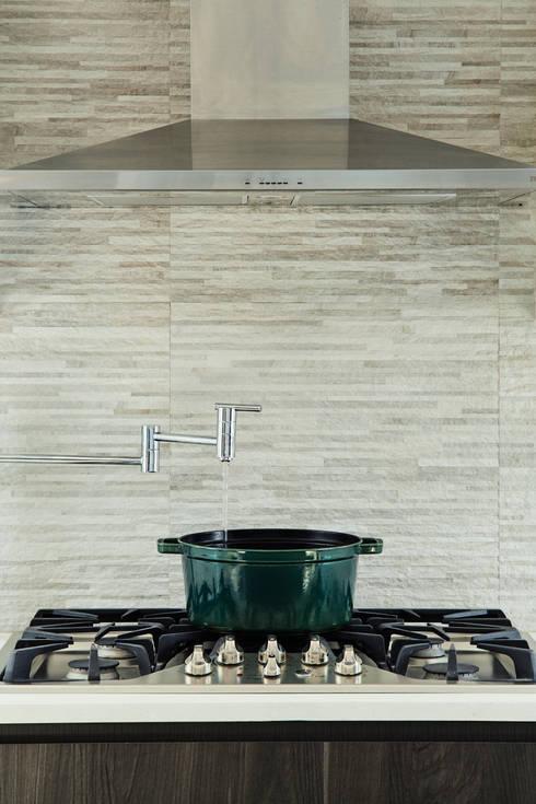 مطبخ تنفيذ M Monroe Design