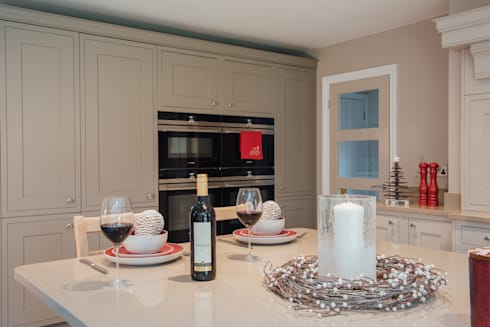 classic Kitchen by Raycross Interiors
