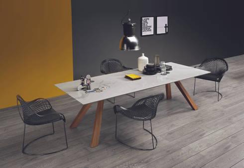 Mesas de refeições minimalistas Minimalist dining tables www.intense-mobiliario.com  SUEZ : Sala de jantar  por Intense mobiliário e interiores;