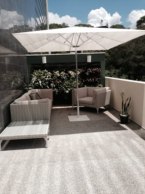 Proyecto Las Mercedes.: Terrazas de estilo  por THE muebles