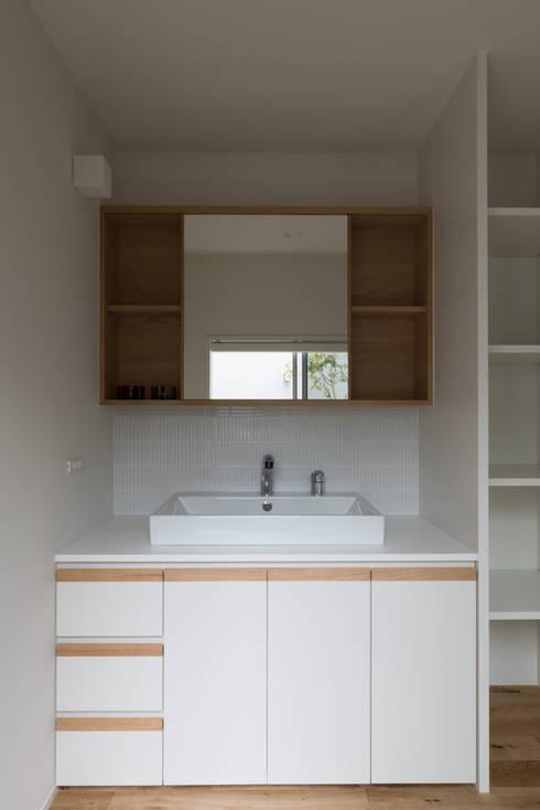 Bathroom by 安江怜史建築設計事務所