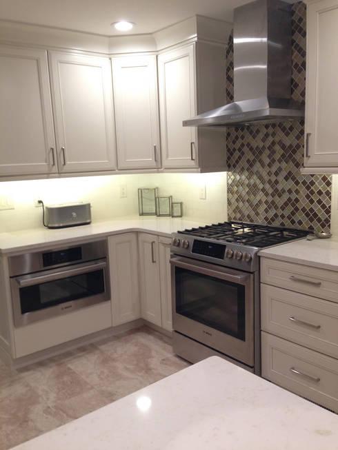 Transitional White Shore Kitchen:  Kitchen by Kitchen Krafter Design/Remodel Showroom