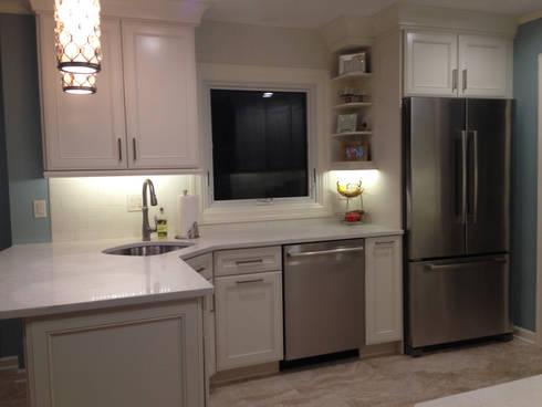 Transitional White Shore Kitchen: classic Kitchen by Kitchen Krafter Design/Remodel Showroom
