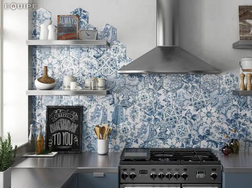 Hexatile Decor Patchwork Lisboa 17,6x20,1: Cocinas de estilo rústico de Equipe Ceramicas