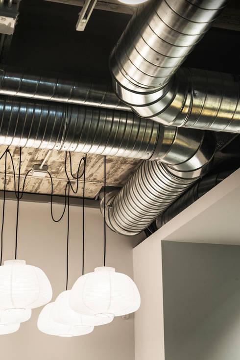 Oficinas y tiendas de estilo  por Iglesias-Hamelin Arquitectos c.b.