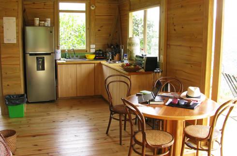 Suite de madera TdE: Cocinas de estilo moderno por Taller de Ensamble SAS