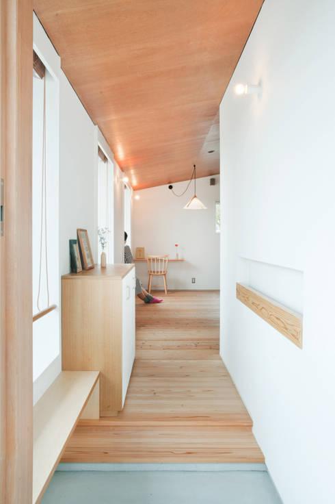 走廊 & 玄關 by 横山浩之建築設計事務所