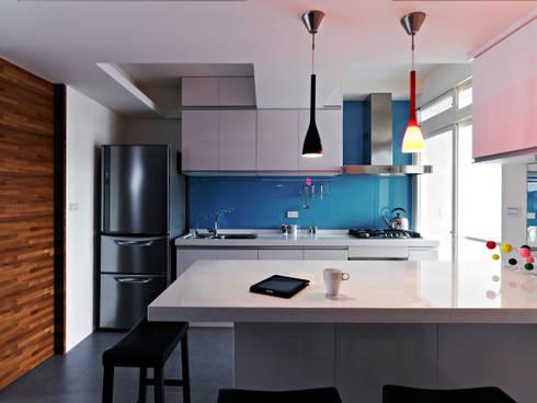 美式都會的時尚風格-寫意人生的輕快節奏:  餐廳 by 采金房 Interior Design