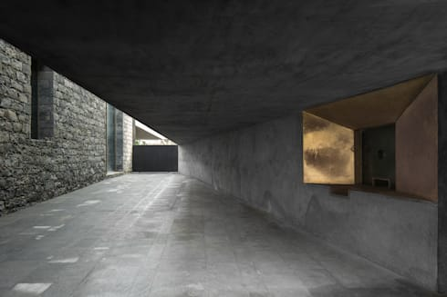 Arquipélago- Centro de Artes Contemporâneas dos Açores: Janelas   por Menos é Mais - Arquitectos Associados