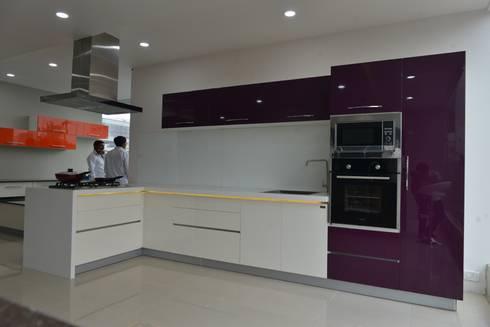 LAQUAER  HIGH END  MODULAR KITCHEN FURNITURE: asian Kitchen by ASADA DECOR PVT.LTD