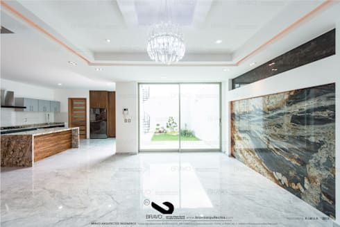 COMEDOR: Comedores de estilo minimalista por BRAVO ARQUITECTOS INGENIEROS