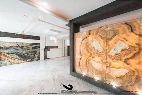 MAMPARA DE ONIX: Comedores de estilo minimalista por BRAVO ARQUITECTOS INGENIEROS