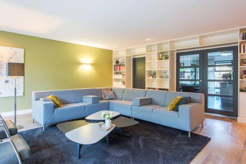 Kleur en structuur in de woonkamer von HomeAccent Interieurbureau ...