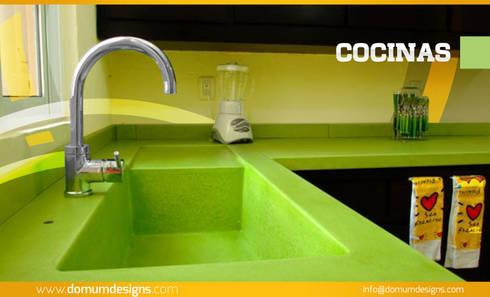 COCINAS (Cubiertas): Cocina de estilo  por Domum