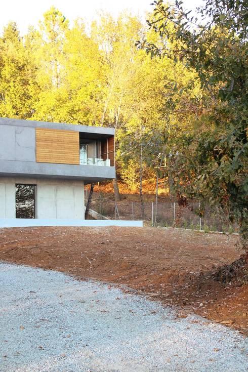 casa SS: Corredores e halls de entrada  por Artspazios, arquitectos e designers