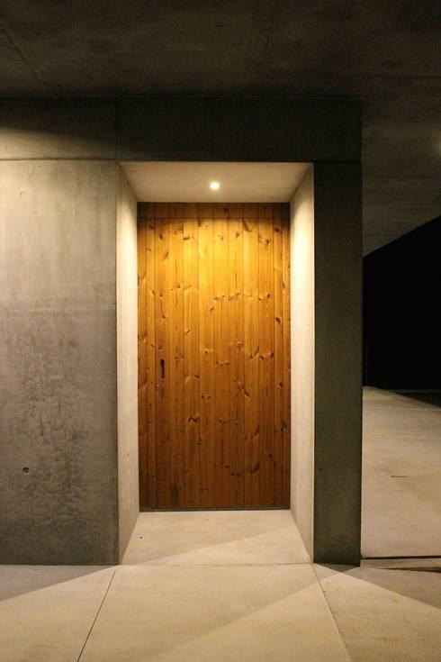 casa SS: Casas minimalistas por Artspazios, arquitectos e designers