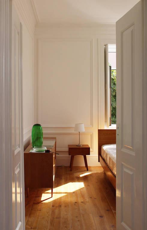 rehabilitation JC: Quartos clássicos por Artspazios, arquitectos e designers