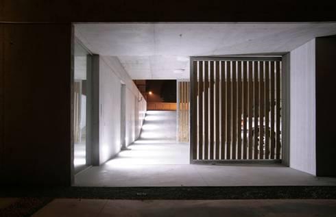 Casa Claudia: Garagens e arrecadações minimalistas por Artspazios, arquitectos e designers