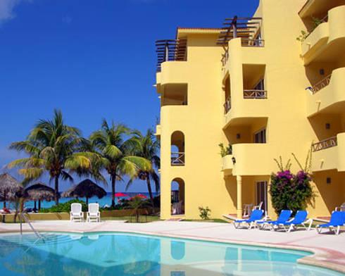 HOTEL PLAYA AZUL: Albercas de estilo mediterraneo por DISEÑO APLICADO AVANZADO DE GUADALAJARA