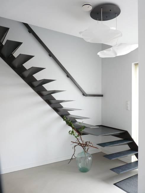 Corridor & hallway by Villa Delphia