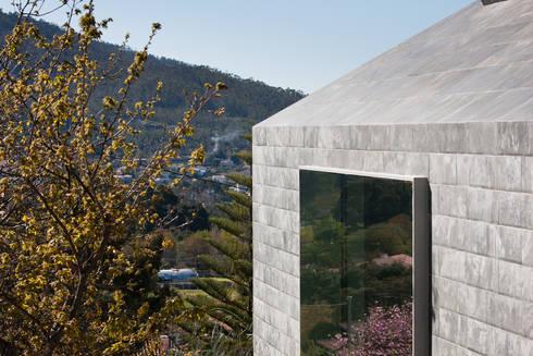 Casa de Afife: Janelas   por Menos é Mais - Arquitectos Associados