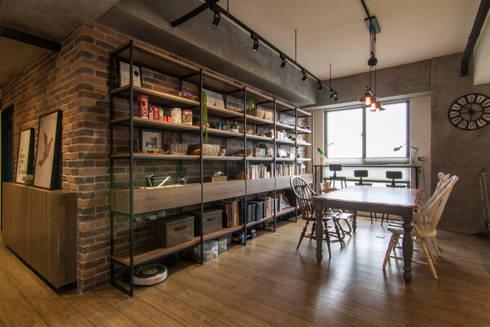 HWH house:  餐廳 by 珞石設計 LoqStudio
