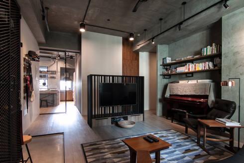 WLL house:  客廳 by 珞石設計 LoqStudio
