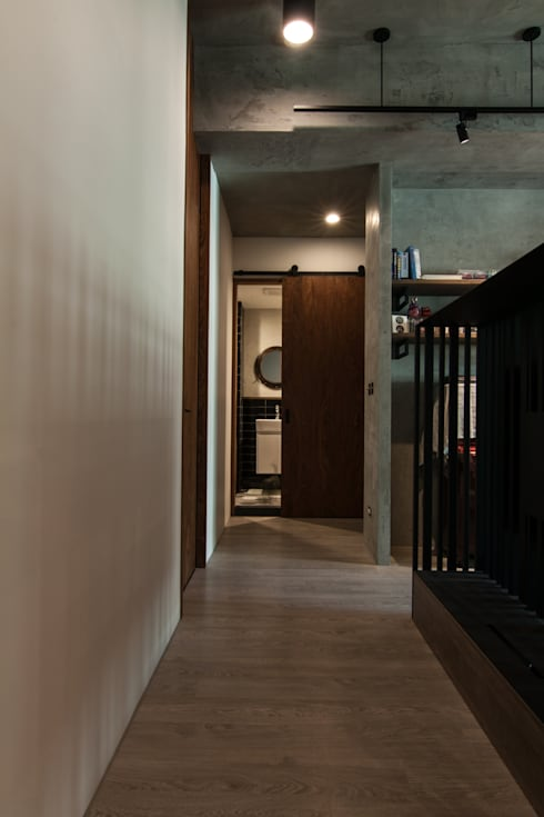 WLL house:  走廊 & 玄關 by 珞石設計 LoqStudio