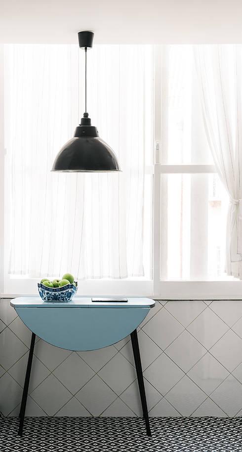 Detalhe cozinha: Cozinha  por Arkstudio