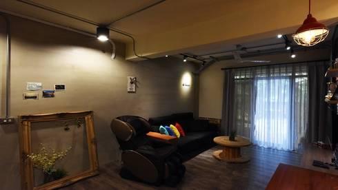 老屋新生:  客廳 by 皇室空間室內設計