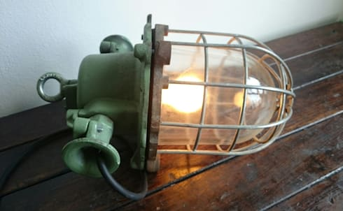 industrial old lamps: industrial Living room by INDUSTRIALHUNTERS