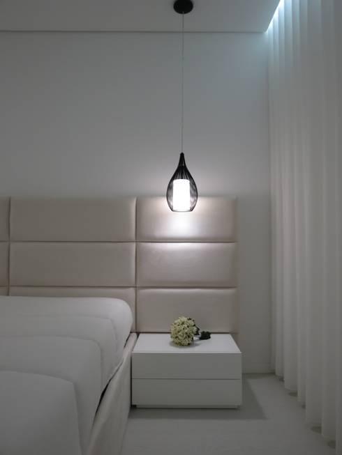 Habitação unifamiliar: Quartos minimalistas por Ivo Sampaio Arquitectura