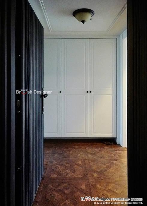 玄關:  走廊 & 玄關 by 大不列顛空間感室內裝修設計