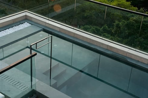 Roof Top Swimming Pool: modern Pool by Sensearchitects Limited