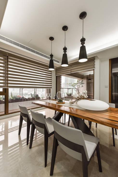 住宅 │ 高雄 德勒斯登 Dresden Lin Residence:  廚房 by 匯羽設計 / Hui-yu Interior design