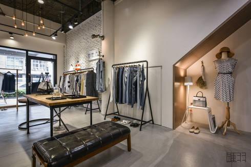 商空 │ Humming:u 正韓服飾:  購物中心 by 匯羽設計 / Hui-yu Interior design