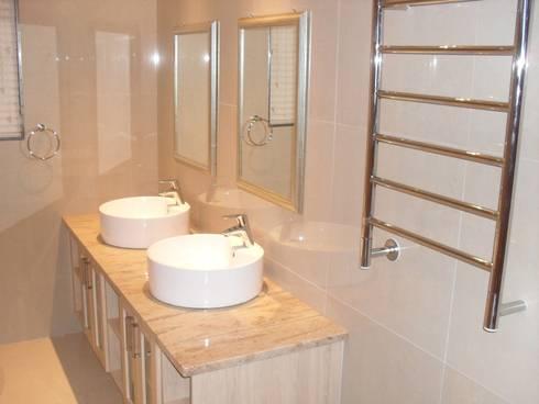 HOUSE SIBIYA: modern Bathroom by Lifestyle Architecture