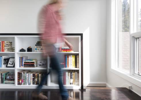 Hallway with Custom Bookcase: modern Bedroom by STUDIO Z