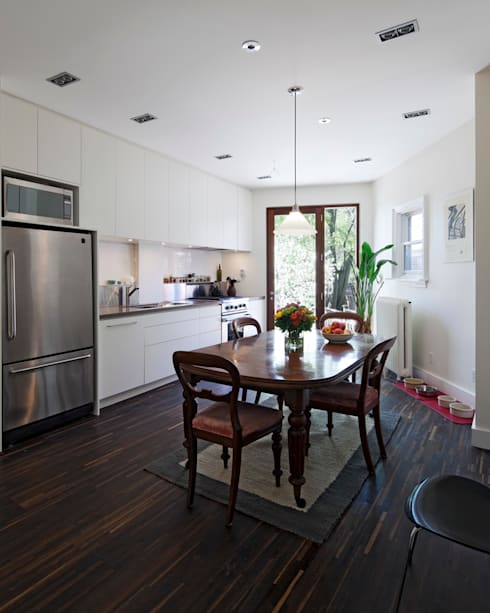 White Kitchen with Mahogany Wood Windows - Summerhill Ave:  Kitchen by STUDIO Z
