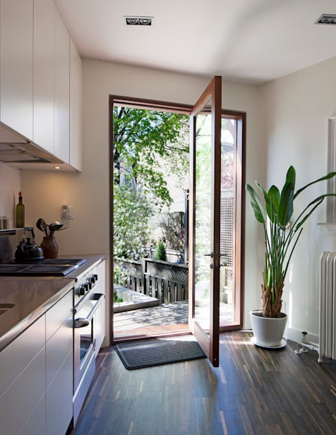 White Kitchen with Mahogany Wood Windows - Summerhill Ave: modern Kitchen by STUDIO Z