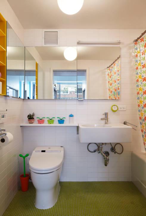 Bento Box Loft, Koko Architecture + Design:  Bathroom by Koko Architecture + Design