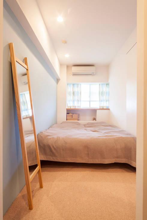 U邸-築18年、使っていない「倉庫」を整理した: 株式会社ブルースタジオが手掛けた寝室です。