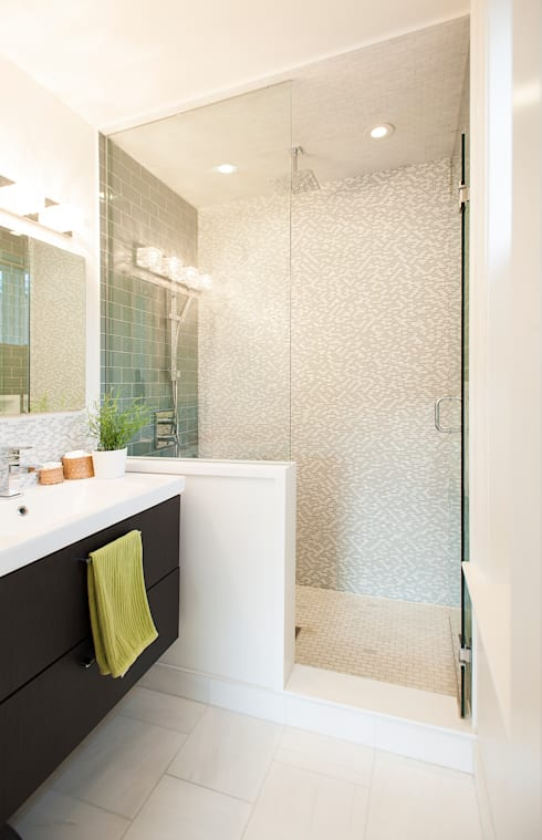 Bickford Park:  Bathroom by Solares Architecture