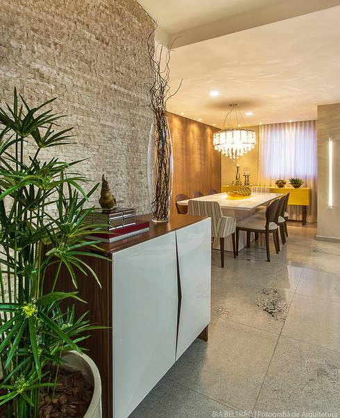 Salas / recibidores de estilo clásico por Cris Nunes Arquiteta